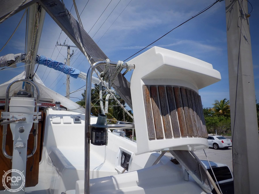 1990 Hunter boat for sale, model of the boat is 35.5 Legend & Image # 13 of 40