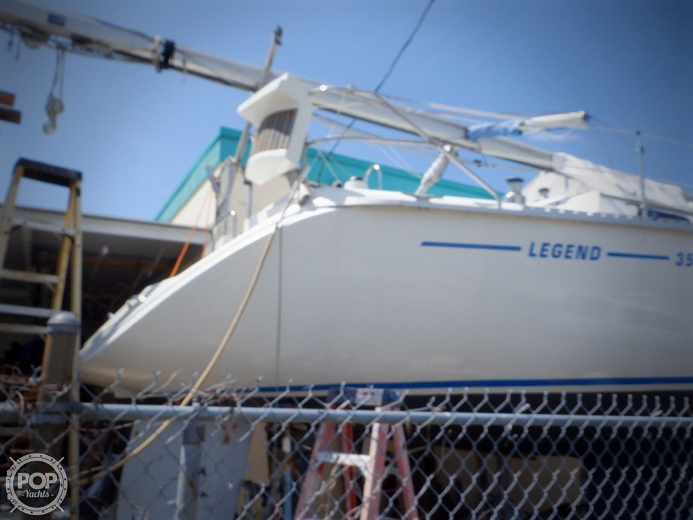 1990 Hunter boat for sale, model of the boat is 35.5 Legend & Image # 18 of 40