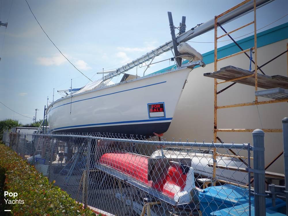 1990 Hunter boat for sale, model of the boat is 35.5 Legend & Image # 22 of 40