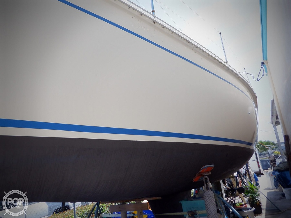 1990 Hunter boat for sale, model of the boat is 35.5 Legend & Image # 30 of 40