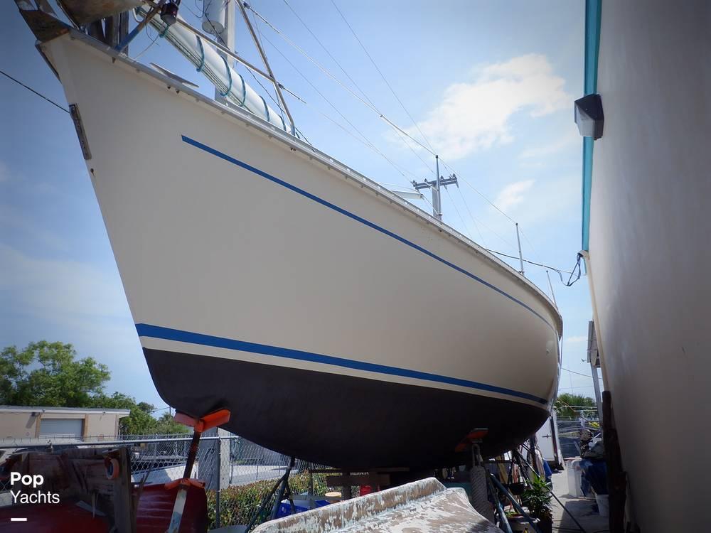 1990 Hunter boat for sale, model of the boat is 35.5 Legend & Image # 32 of 40