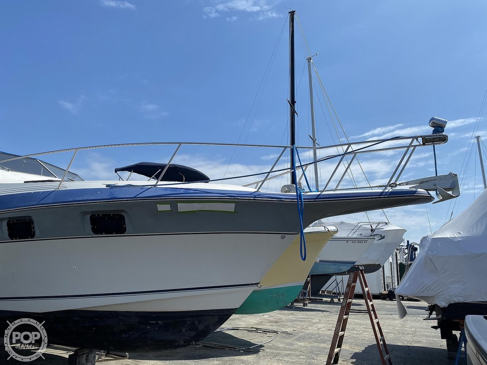 1986 Cruisers Yachts boat for sale, model of the boat is 337 Esprit & Image # 22 of 40