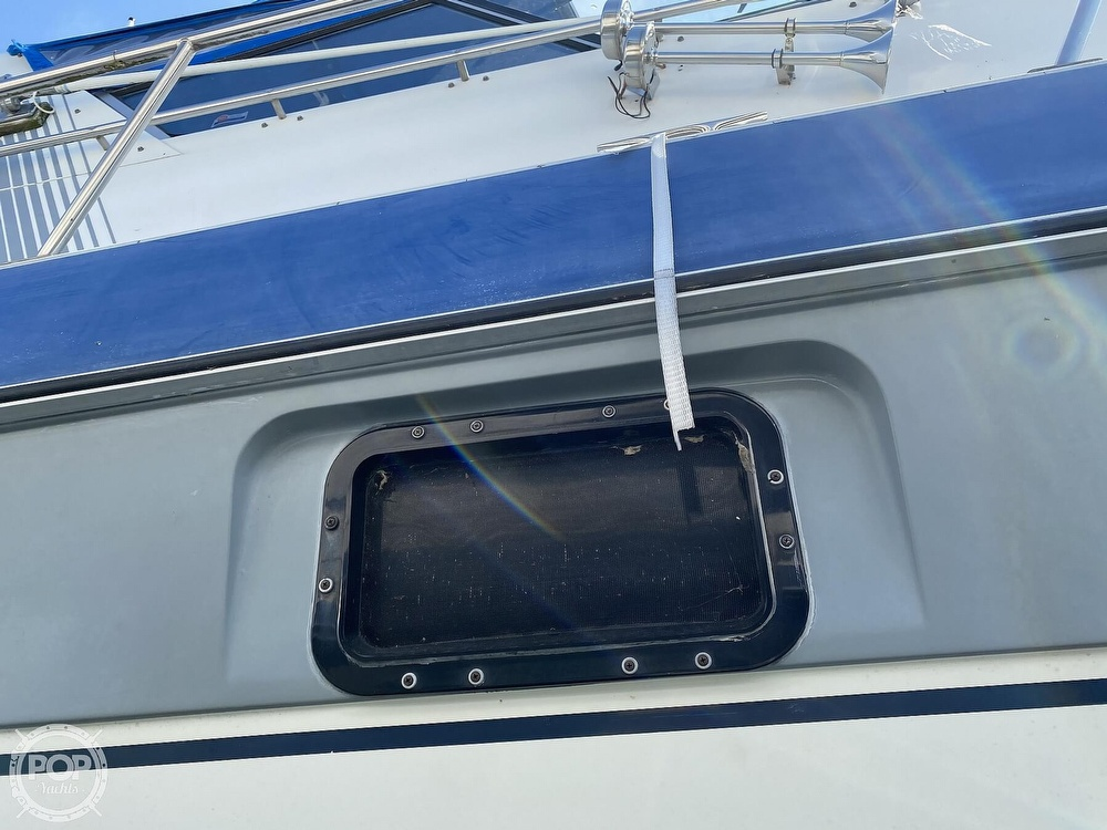 1986 Cruisers Yachts boat for sale, model of the boat is 337 Esprit & Image # 25 of 40