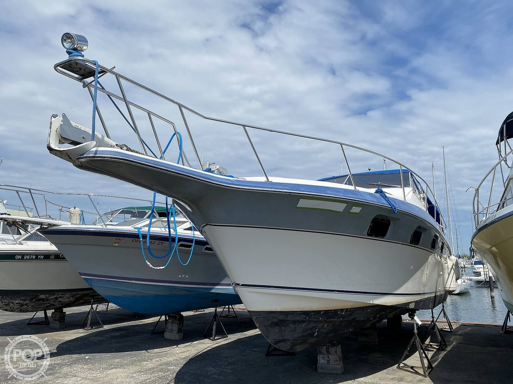1986 Cruisers Yachts boat for sale, model of the boat is 337 Esprit & Image # 32 of 40