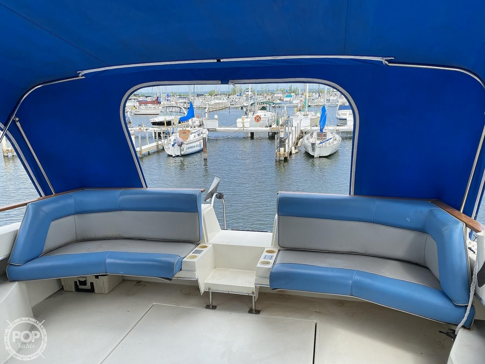 1986 Cruisers Yachts boat for sale, model of the boat is 337 Esprit & Image # 6 of 40