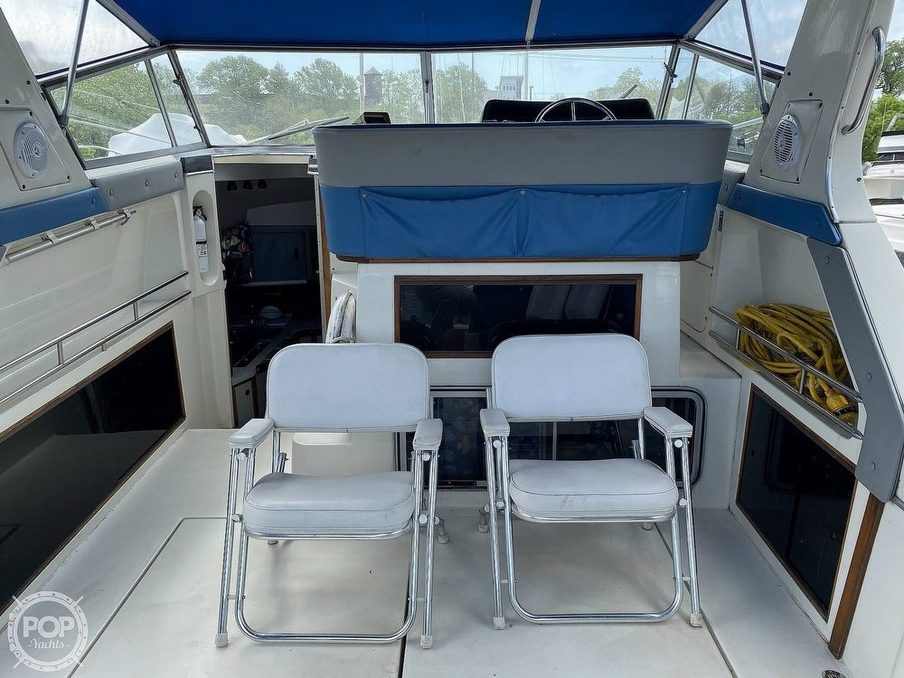 1986 Cruisers Yachts boat for sale, model of the boat is 337 Esprit & Image # 7 of 40