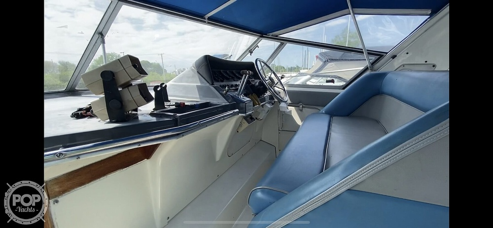 1986 Cruisers Yachts boat for sale, model of the boat is 337 Esprit & Image # 9 of 40
