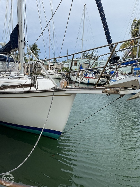1986 Island Packet boat for sale, model of the boat is IP31 Center Board & Image # 12 of 40