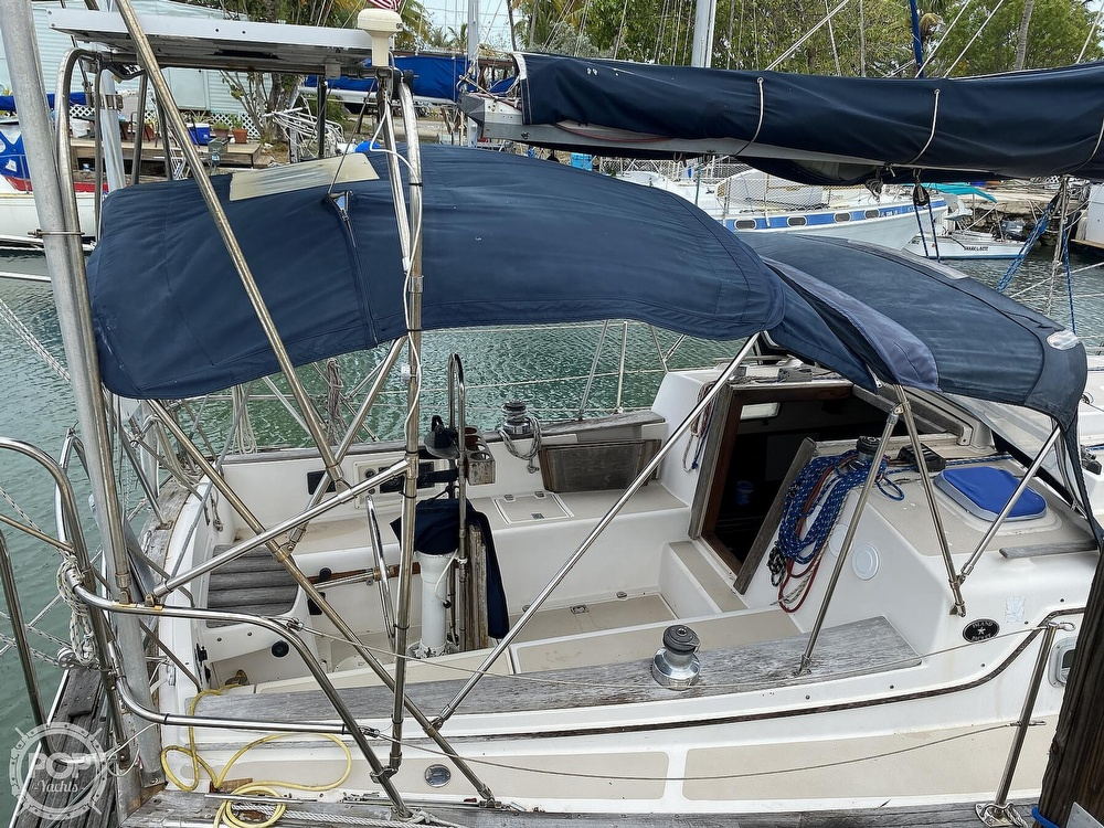 1986 Island Packet boat for sale, model of the boat is IP31 Center Board & Image # 14 of 40