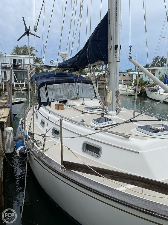 1986 Island Packet boat for sale, model of the boat is IP31 Center Board & Image # 15 of 40