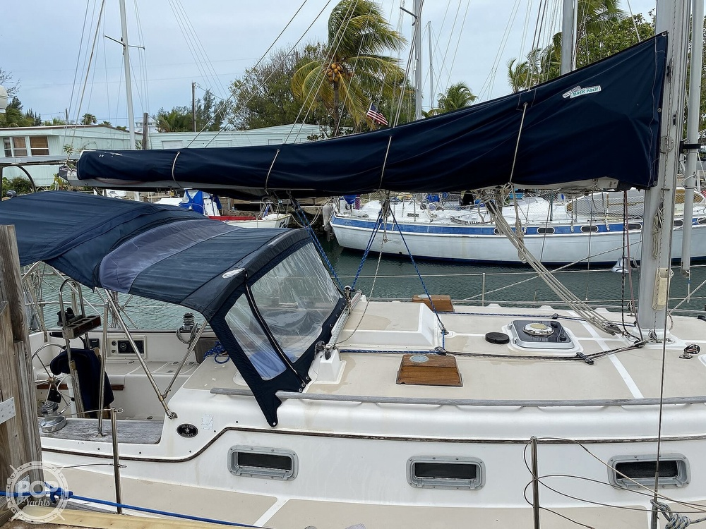 1986 Island Packet boat for sale, model of the boat is IP31 Center Board & Image # 16 of 40