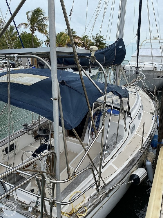 1986 Island Packet boat for sale, model of the boat is IP31 Center Board & Image # 17 of 40
