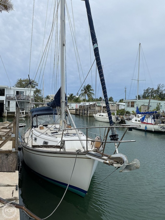 1986 Island Packet boat for sale, model of the boat is IP31 Center Board & Image # 18 of 40