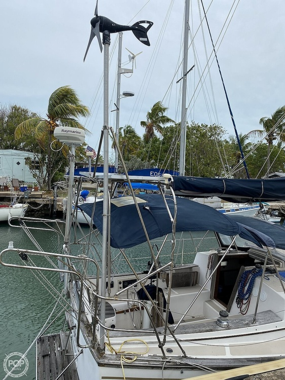 1986 Island Packet boat for sale, model of the boat is IP31 Center Board & Image # 19 of 40