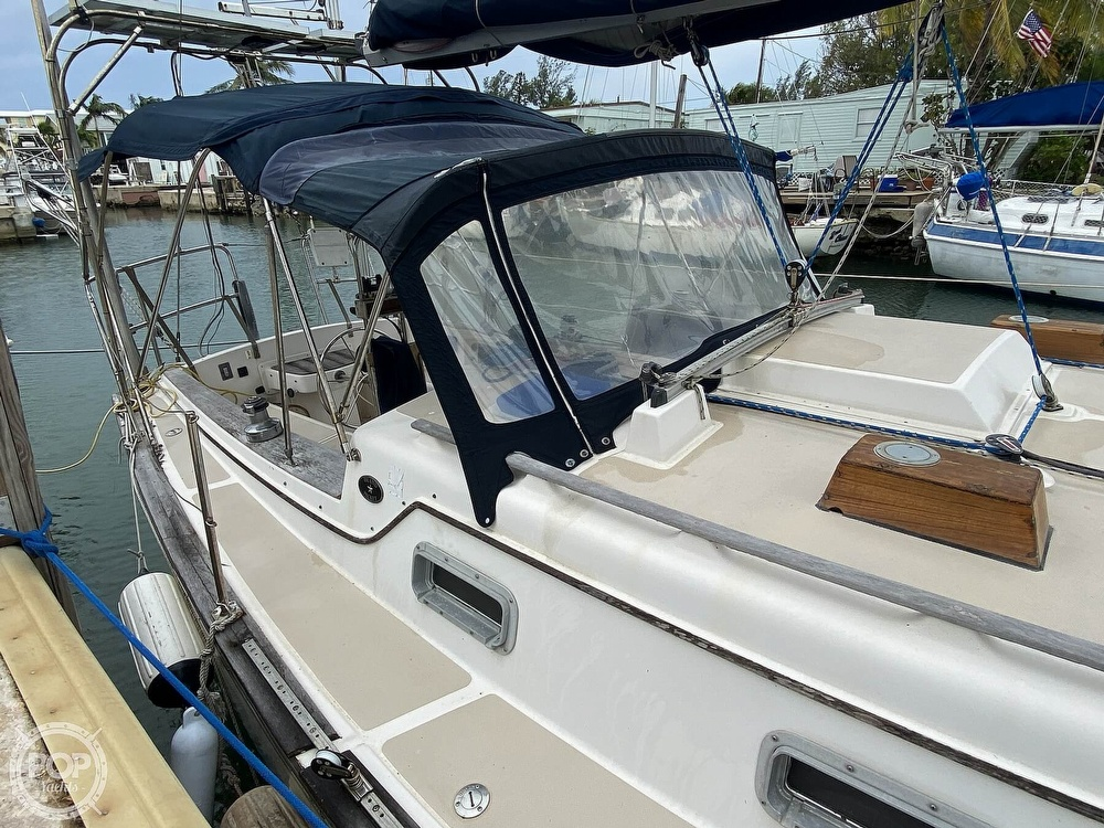 1986 Island Packet boat for sale, model of the boat is IP31 Center Board & Image # 22 of 40