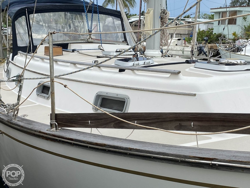 1986 Island Packet boat for sale, model of the boat is IP31 Center Board & Image # 23 of 40