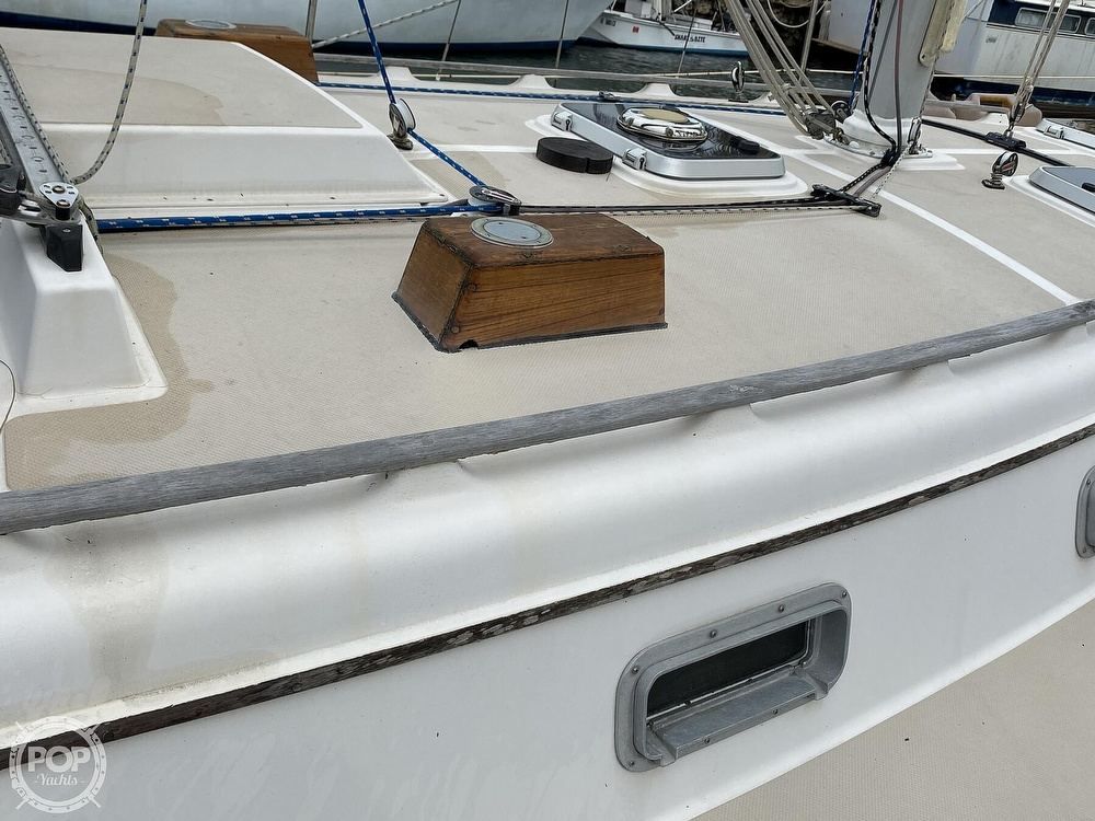 1986 Island Packet boat for sale, model of the boat is IP31 Center Board & Image # 25 of 40