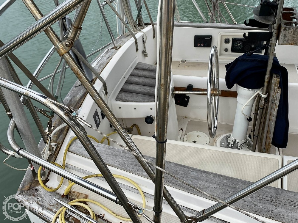 1986 Island Packet boat for sale, model of the boat is IP31 Center Board & Image # 26 of 40