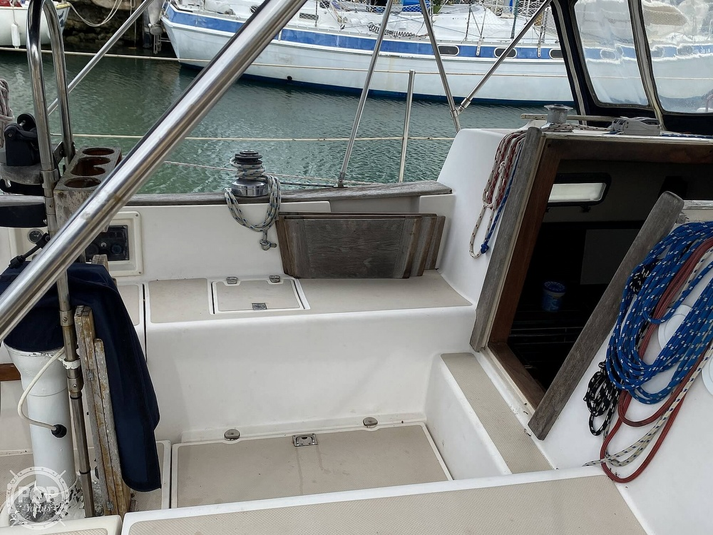 1986 Island Packet boat for sale, model of the boat is IP31 Center Board & Image # 28 of 40