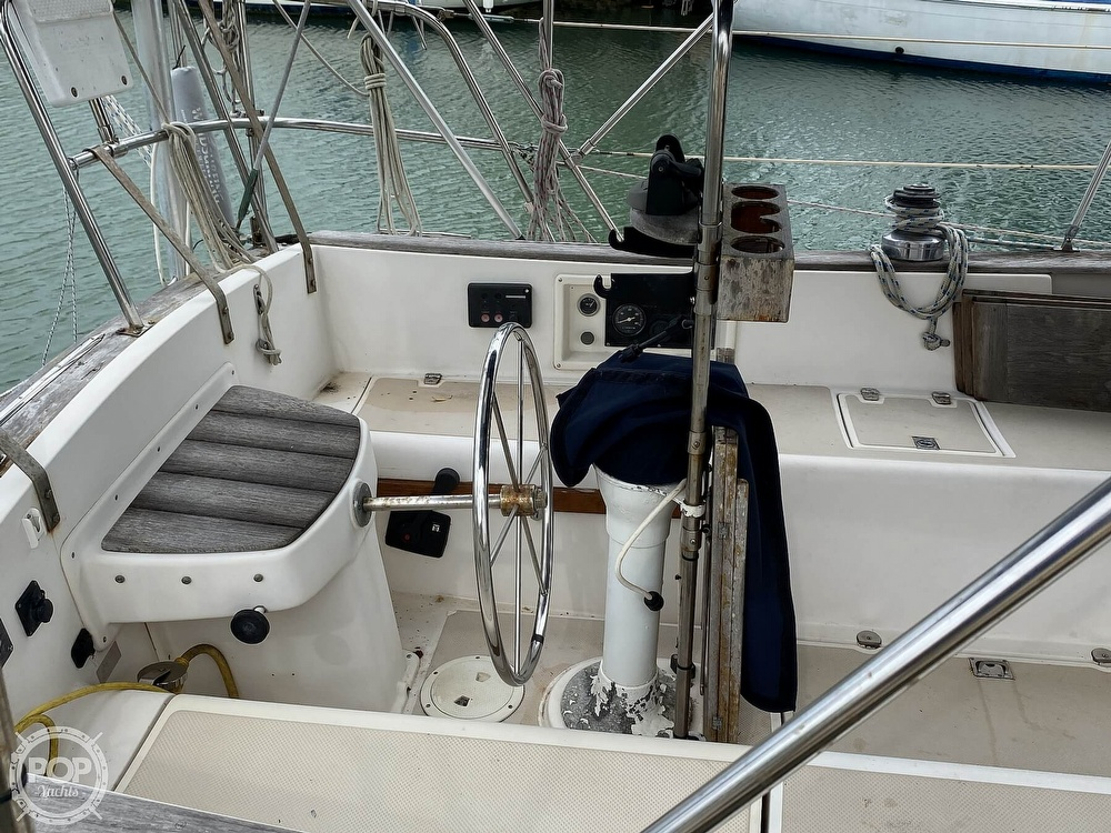 1986 Island Packet boat for sale, model of the boat is IP31 Center Board & Image # 29 of 40