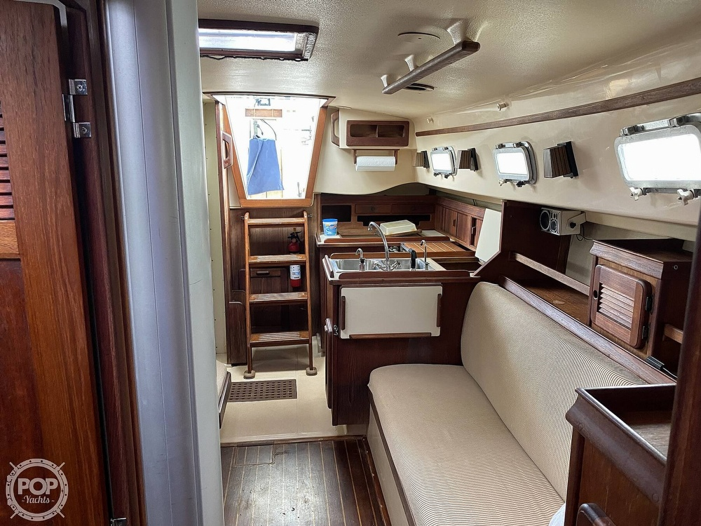 1986 Island Packet boat for sale, model of the boat is IP31 Center Board & Image # 33 of 40