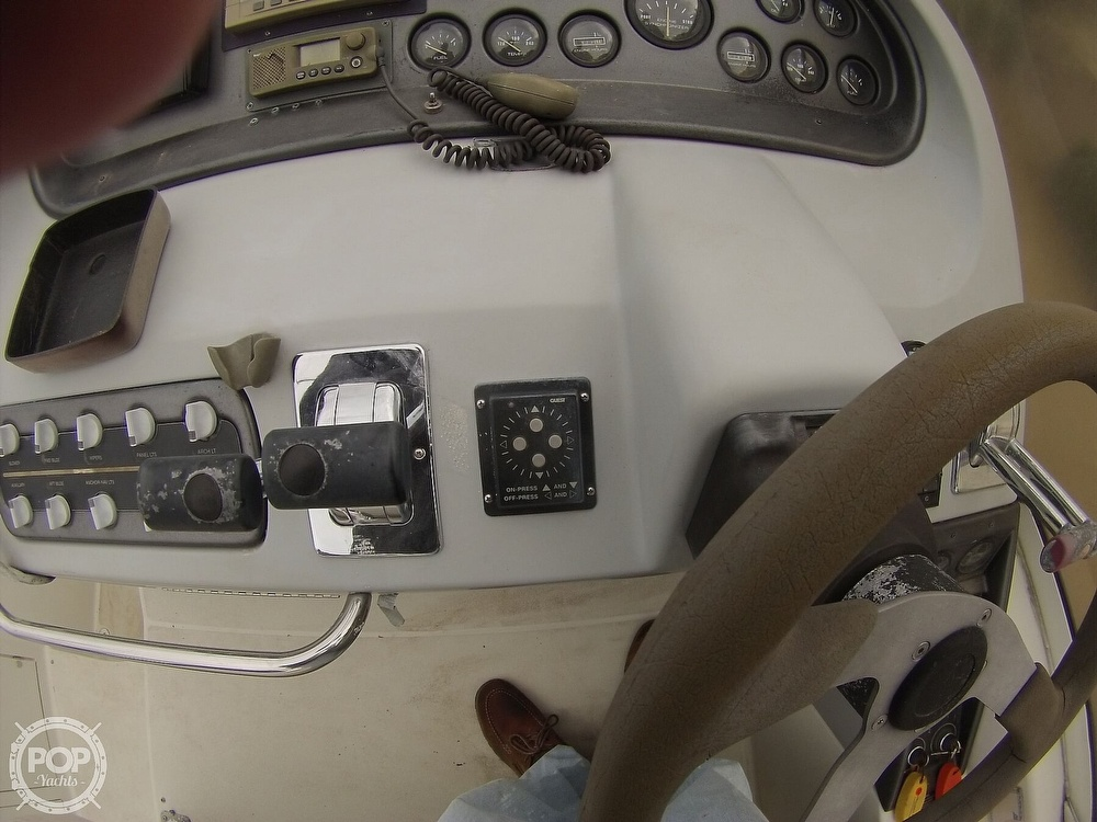 1995 Carver boat for sale, model of the boat is 310 mid cabin express & Image # 38 of 40