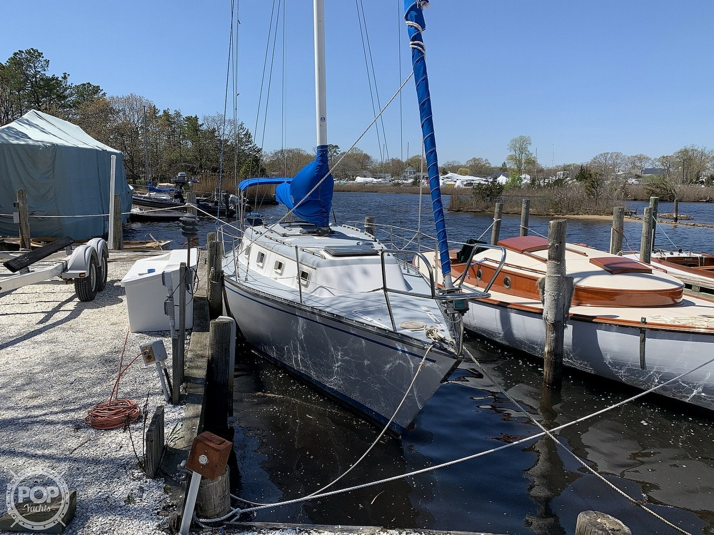 1982 Hunter boat for sale, model of the boat is 33 & Image # 3 of 40