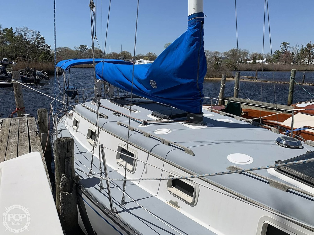 1982 Hunter boat for sale, model of the boat is 33 & Image # 5 of 40