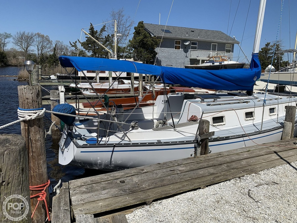 1982 Hunter boat for sale, model of the boat is 33 & Image # 4 of 40