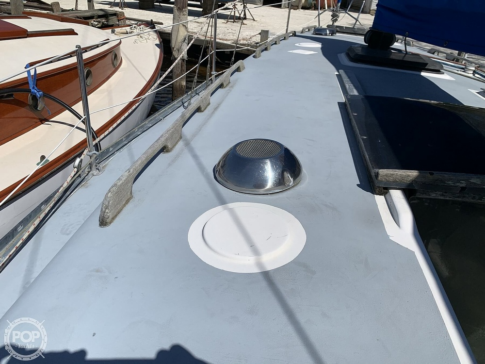 1982 Hunter boat for sale, model of the boat is 33 & Image # 12 of 40