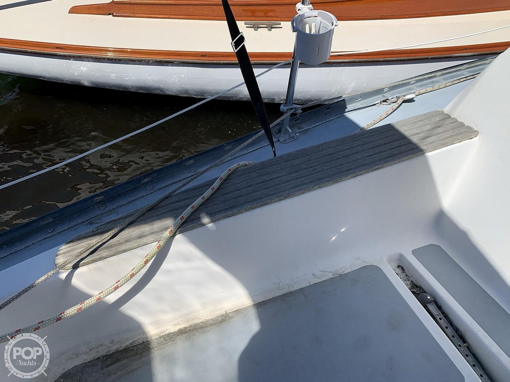 1982 Hunter boat for sale, model of the boat is 33 & Image # 7 of 40