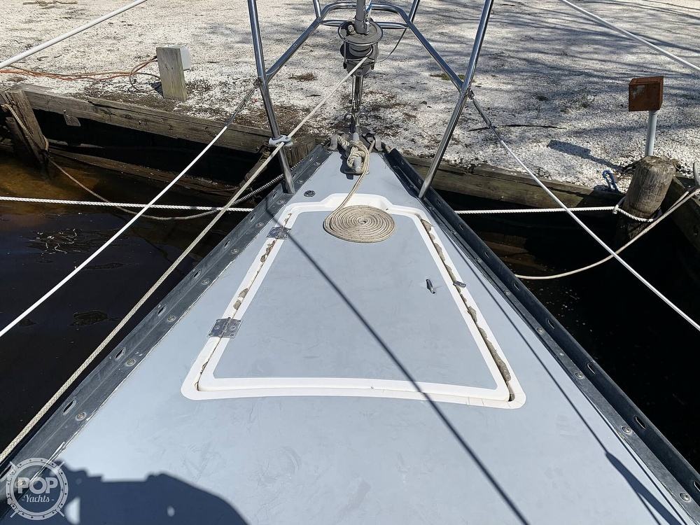 1982 Hunter boat for sale, model of the boat is 33 & Image # 17 of 40