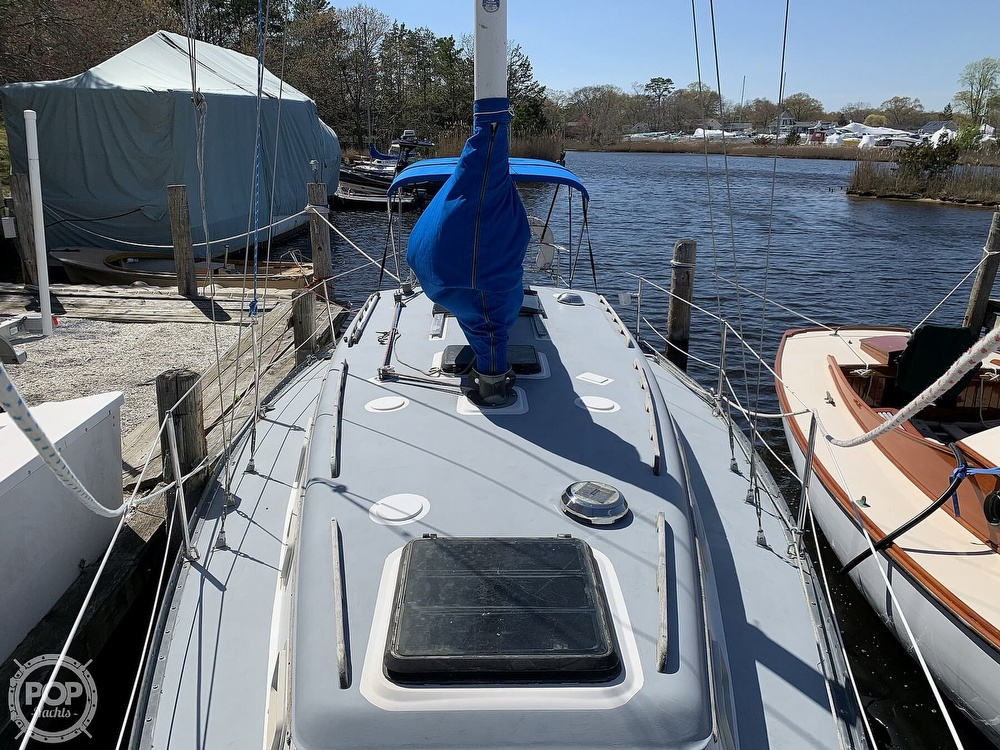 1982 Hunter boat for sale, model of the boat is 33 & Image # 20 of 40