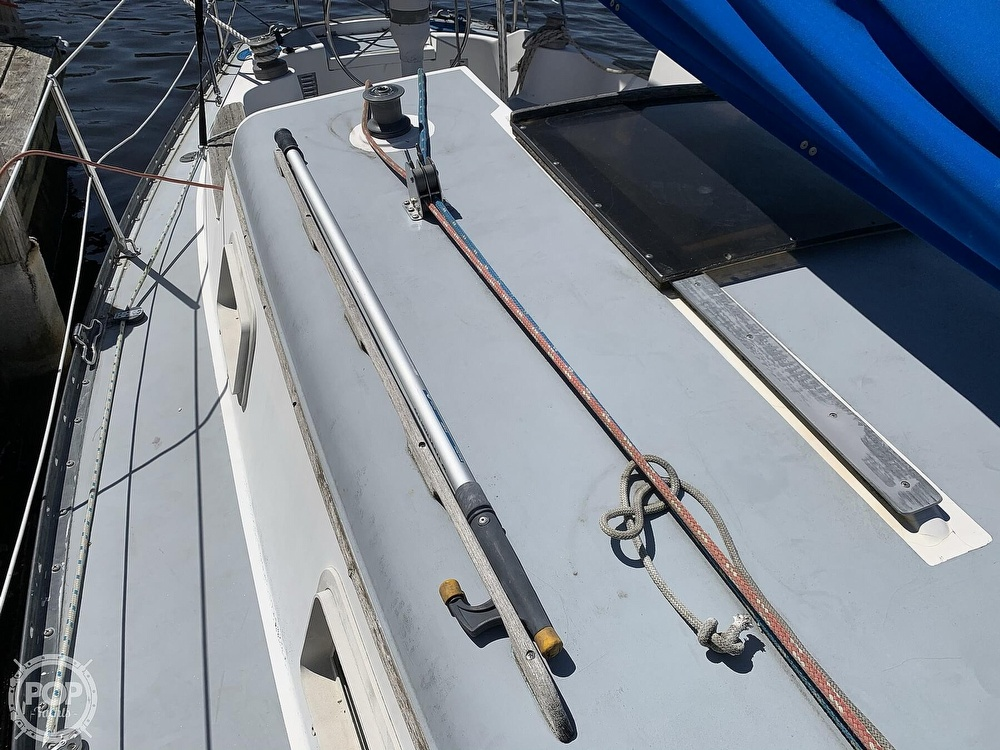 1982 Hunter boat for sale, model of the boat is 33 & Image # 22 of 40