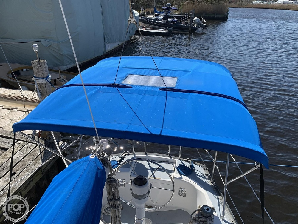 1982 Hunter boat for sale, model of the boat is 33 & Image # 23 of 40