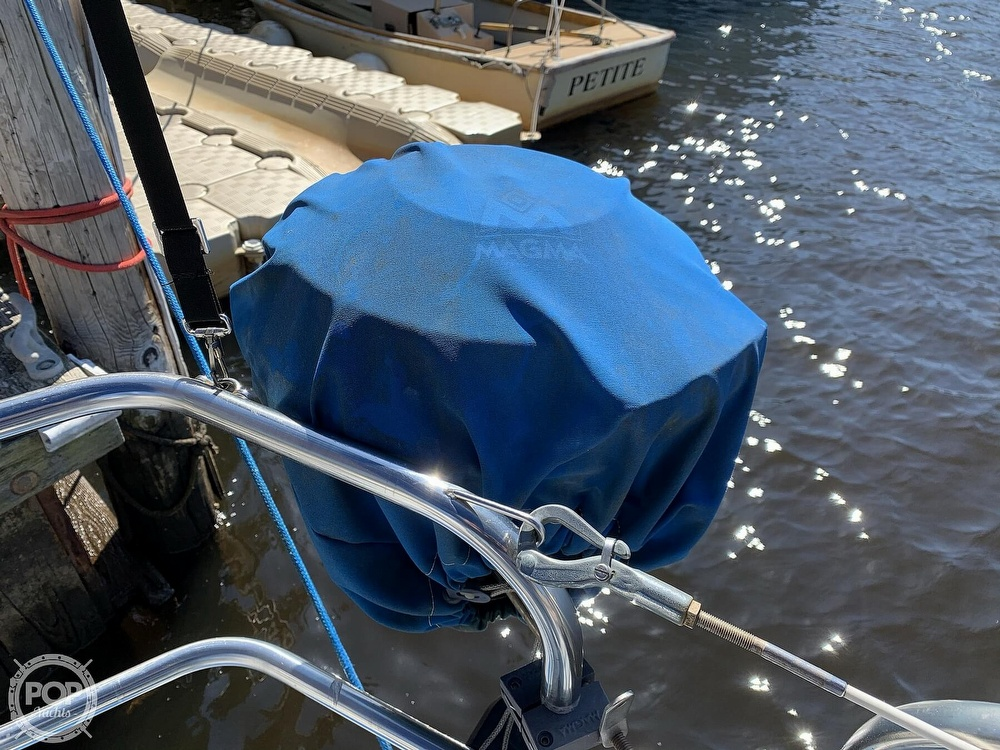 1982 Hunter boat for sale, model of the boat is 33 & Image # 24 of 40