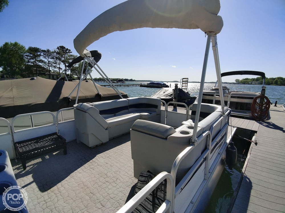 1995 Crest boat for sale, model of the boat is 25 Pontoon & Image # 5 of 40