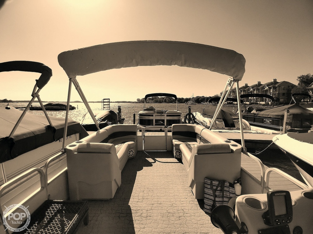 1995 Crest boat for sale, model of the boat is 25 Pontoon & Image # 26 of 40