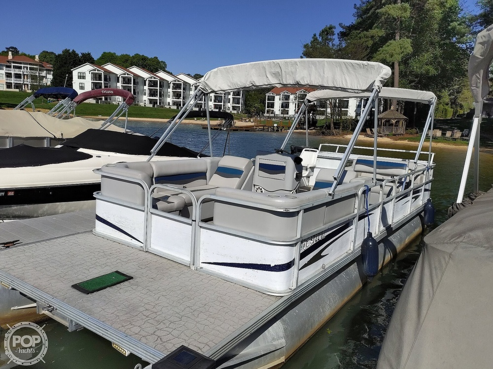 1995 Crest boat for sale, model of the boat is 25 Pontoon & Image # 11 of 40