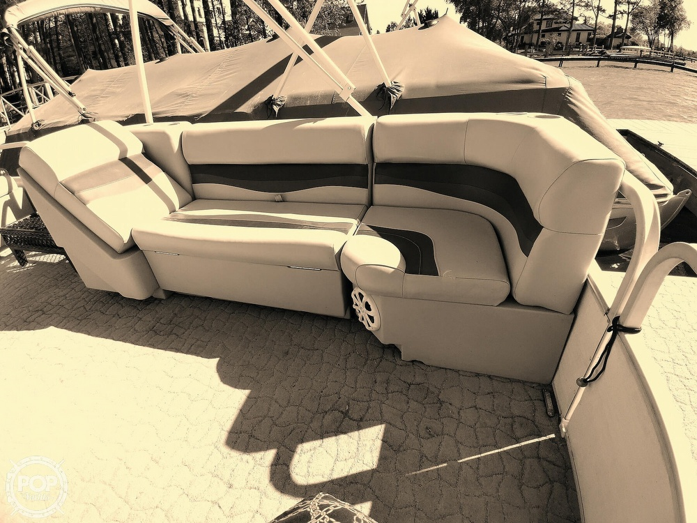 1995 Crest boat for sale, model of the boat is 25 Pontoon & Image # 27 of 40