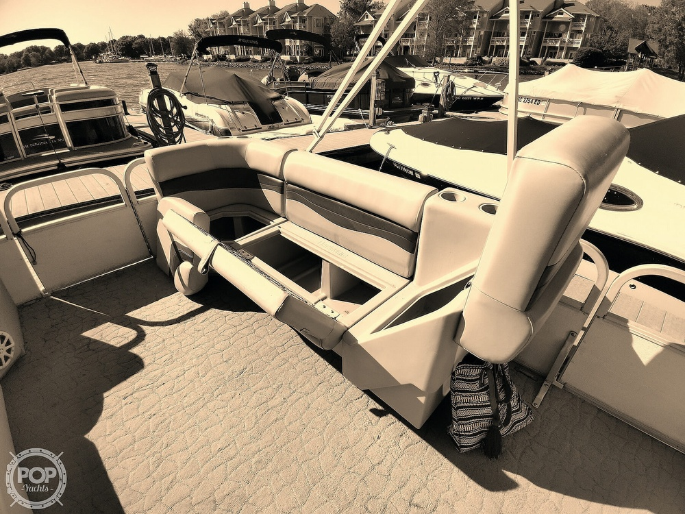 1995 Crest boat for sale, model of the boat is 25 Pontoon & Image # 37 of 40