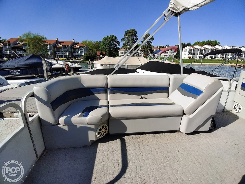 1995 Crest boat for sale, model of the boat is 25 Pontoon & Image # 39 of 40