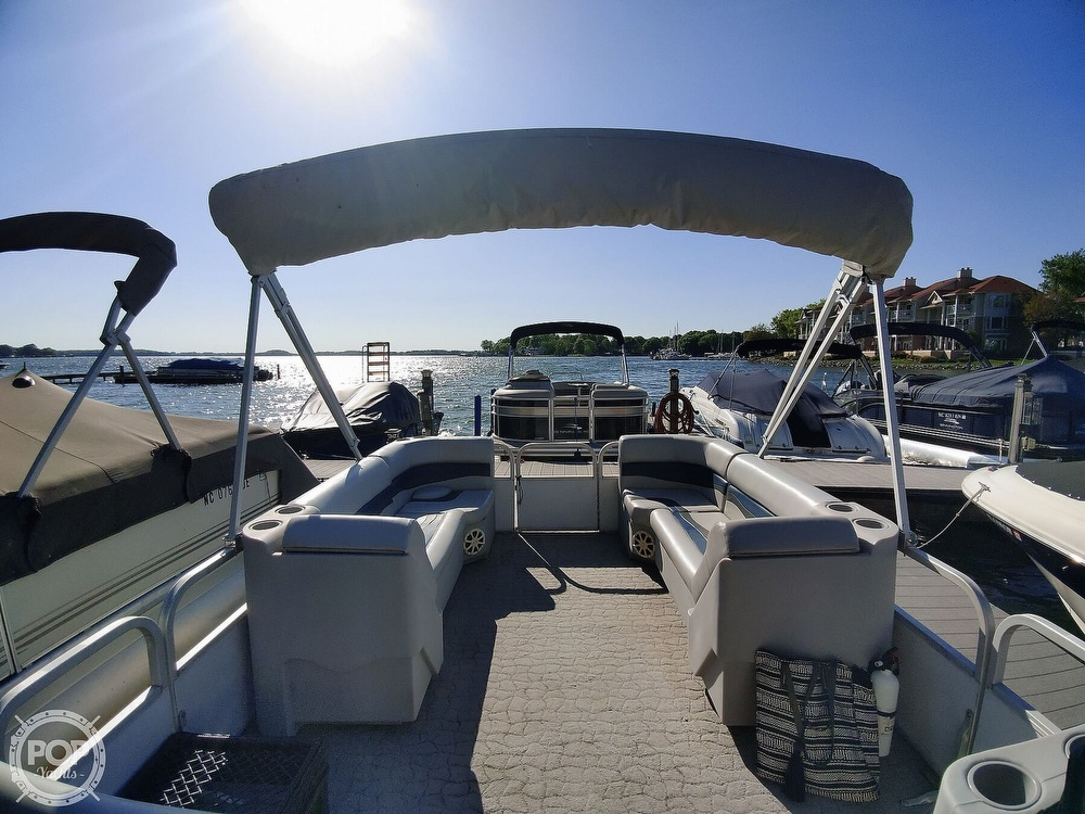1995 Crest boat for sale, model of the boat is 25 Pontoon & Image # 20 of 40