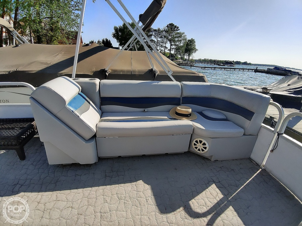1995 Crest boat for sale, model of the boat is 25 Pontoon & Image # 24 of 40