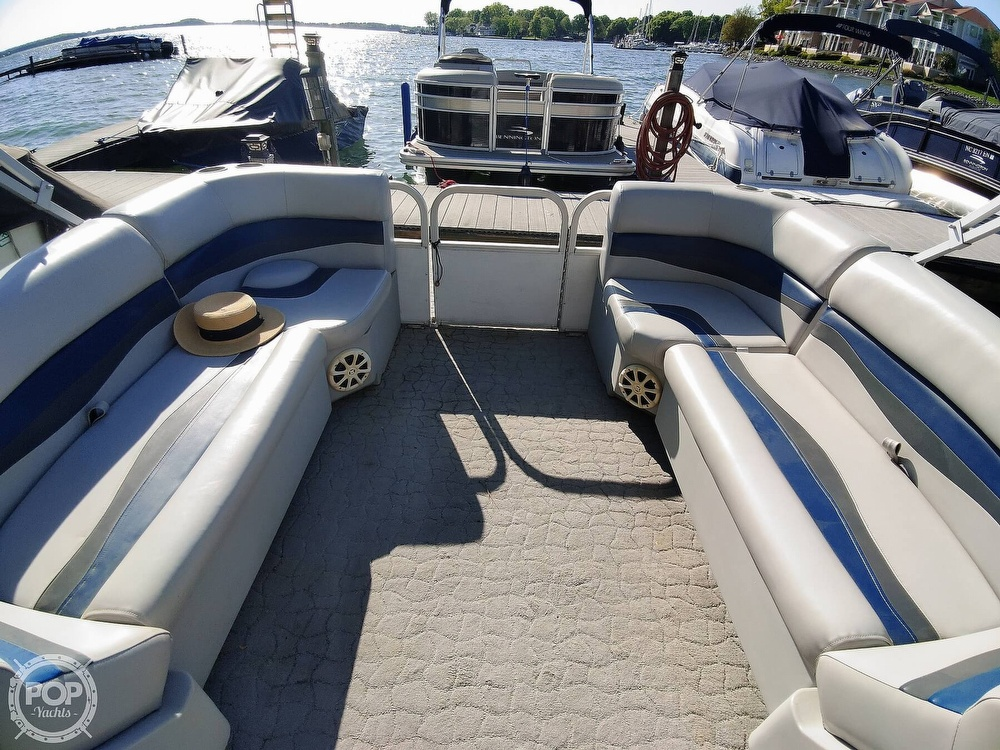 1995 Crest boat for sale, model of the boat is 25 Pontoon & Image # 23 of 40