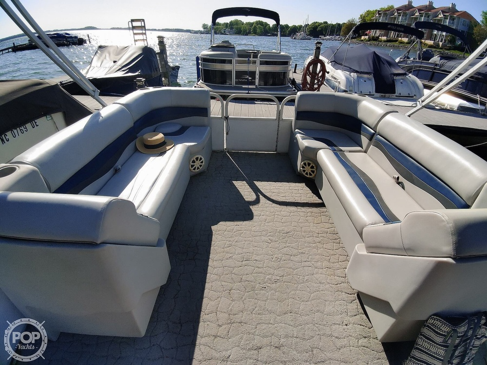 1995 Crest boat for sale, model of the boat is 25 Pontoon & Image # 21 of 40
