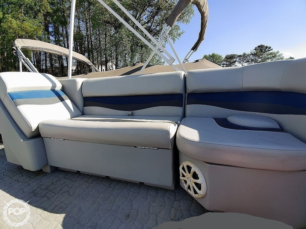 1995 Crest boat for sale, model of the boat is 25 Pontoon & Image # 25 of 40