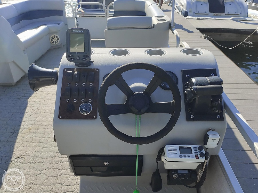 1995 Crest boat for sale, model of the boat is 25 Pontoon & Image # 9 of 40