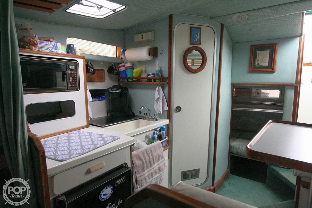 1989 Sea Ray boat for sale, model of the boat is 300 Sundancer & Image # 9 of 40