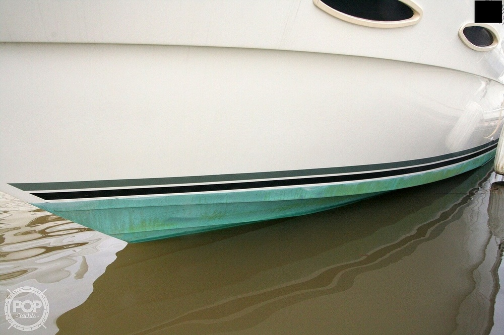 1989 Sea Ray boat for sale, model of the boat is 300 Sundancer & Image # 17 of 40